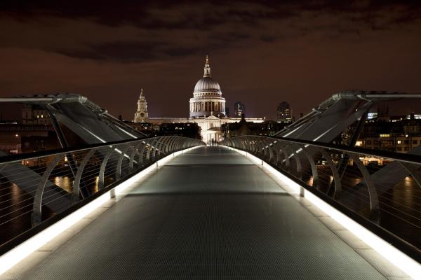 Cultura London bei Nacht