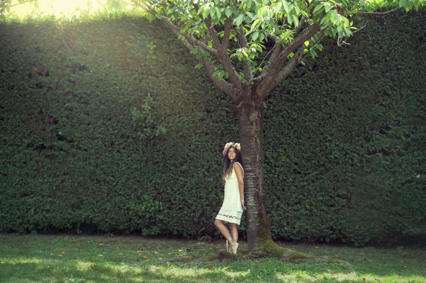 """Premium-Fotograf: Beispielbild """"Mädchen mit Krone im Garten"""""""