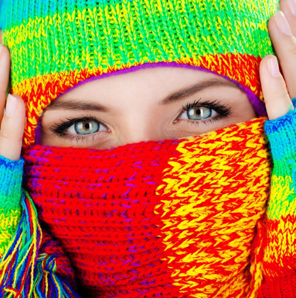 farbenfroh, frau, selbsbewußt, bunt, blaue augen, coronavirus, lizenzfrei, modellfreigabe, foto