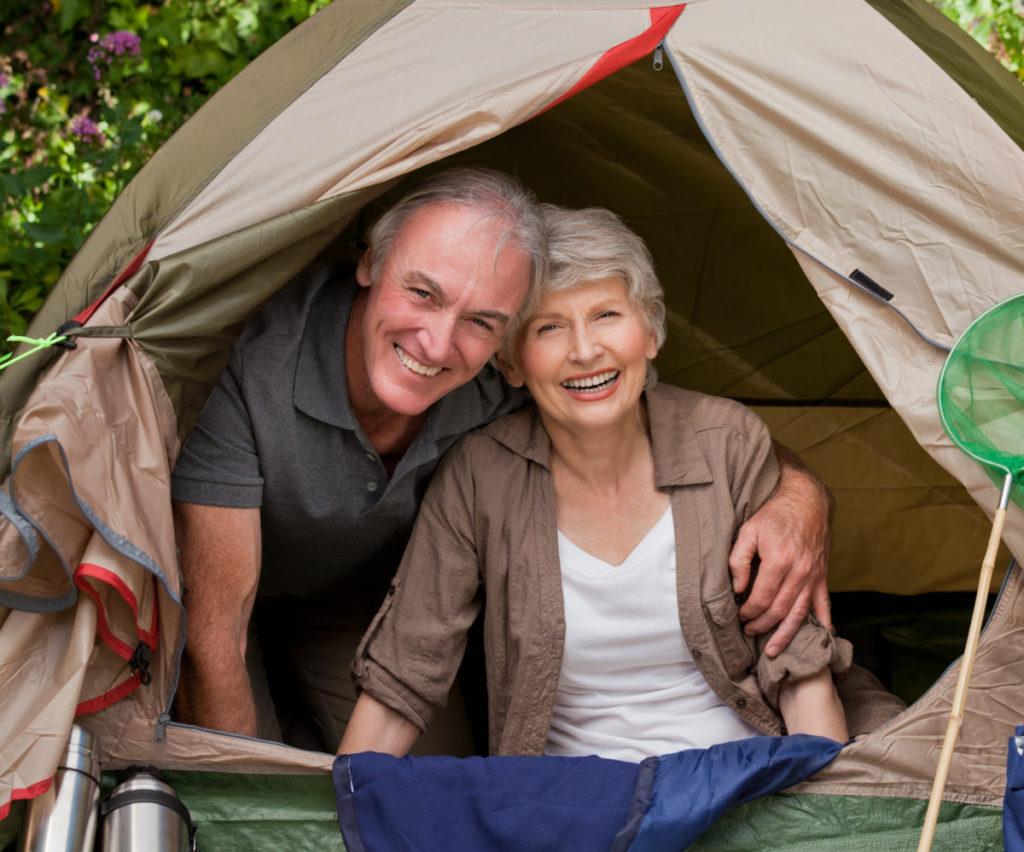 couple, camping, garden, senioren, coronavirus, lizenzfreie Bilder, modellfreigabe