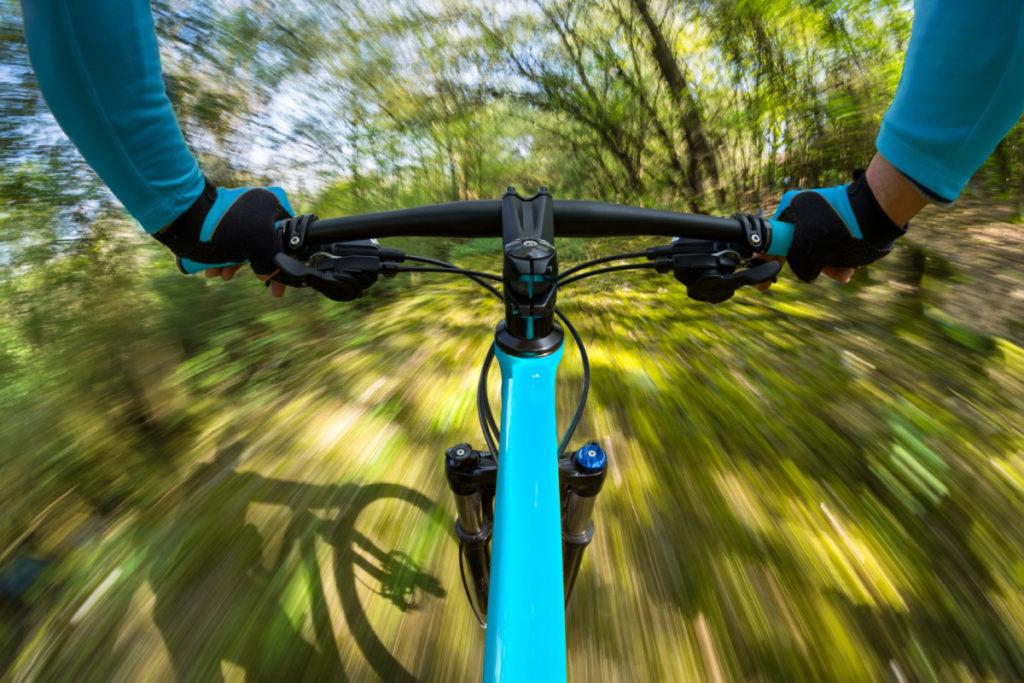 Fahrrad, schnell, bewegungsunschärfe, wald, risiko, lizenzfreie Fotos