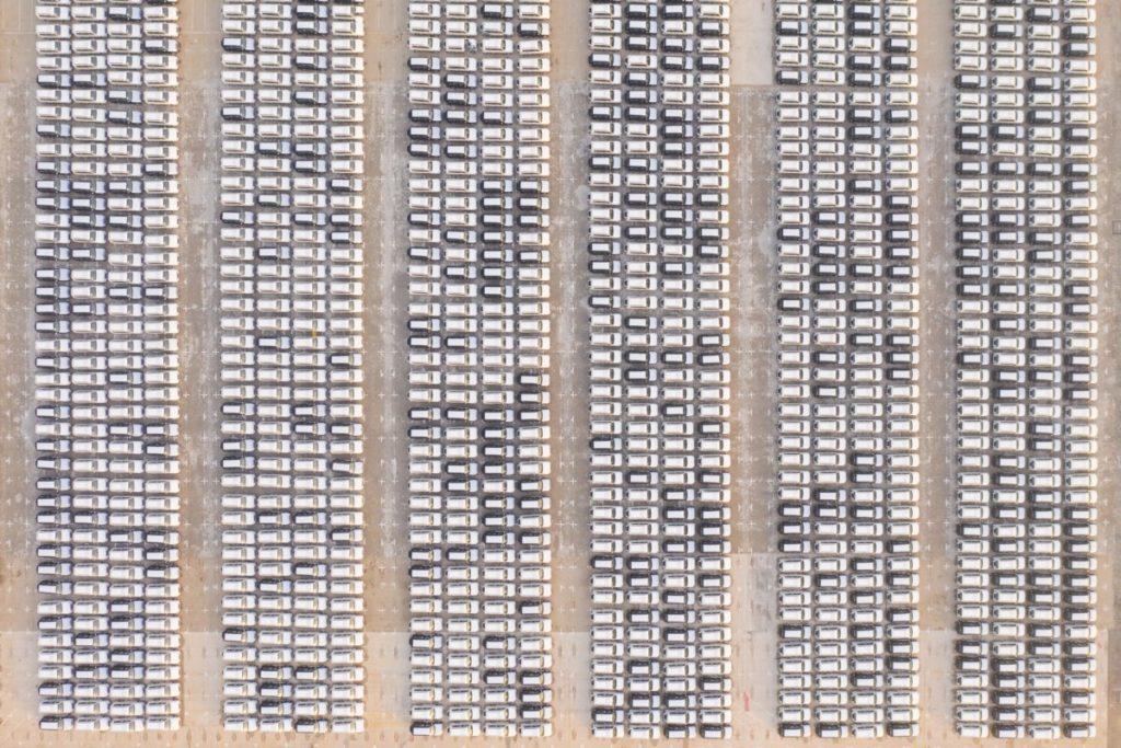 Luftaufnahme Parkplatz Autos Drohnenfotografie lizenzfreie bilder panthermedia